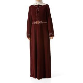 فستان مطرز لكل المواسم