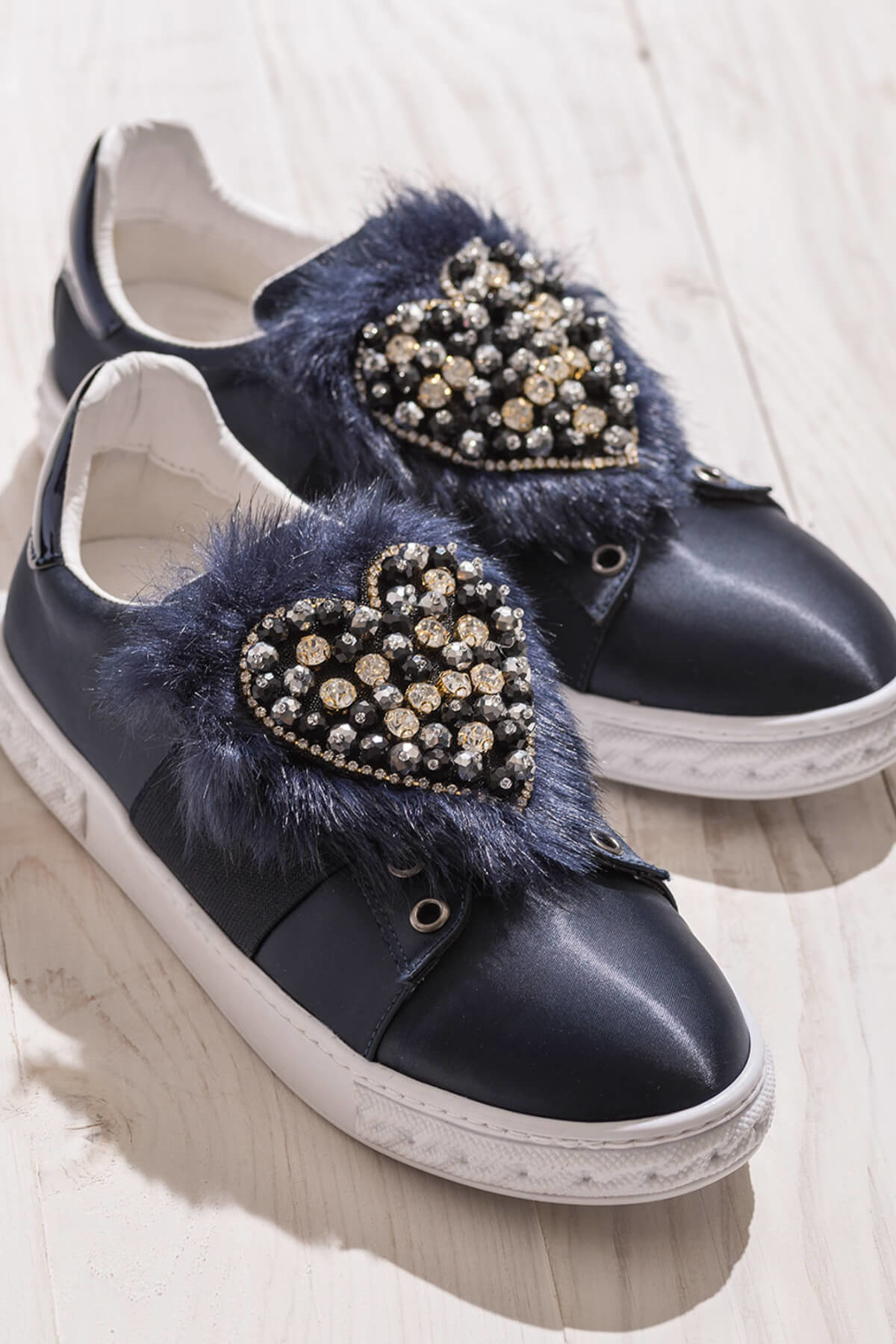 حذاء بناتي ونسائي ماركة ايلي اسود